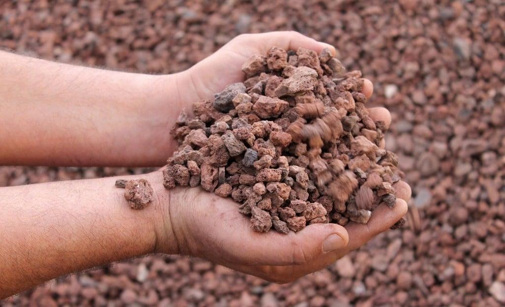 Venta decoraci n para jardines venta de mantillo natural for Jardines con piedra volcanica